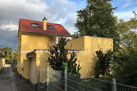 Own bath and close to UNO, DAAD and ministries - Bonn