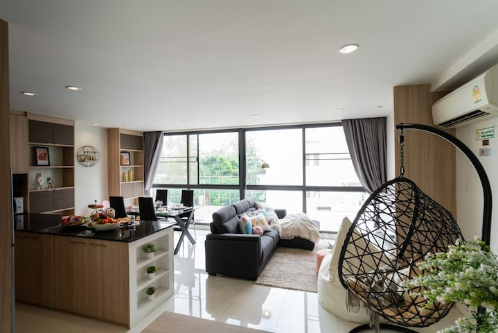 E2 ★2 BD/ kitchen/big living upto 7ppl★250m to BTS