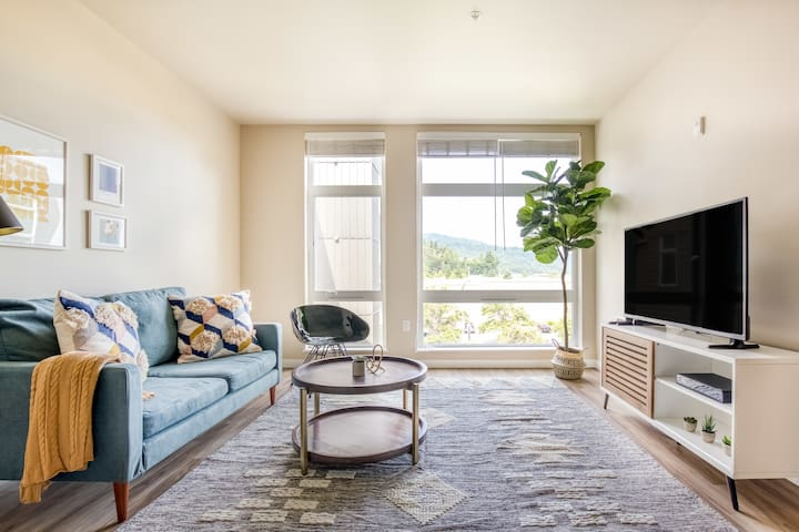Stylish 1BR in Issaquah Near Parks + Shops