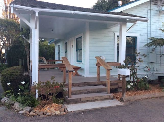 Santa Cruz Beach Bungalow