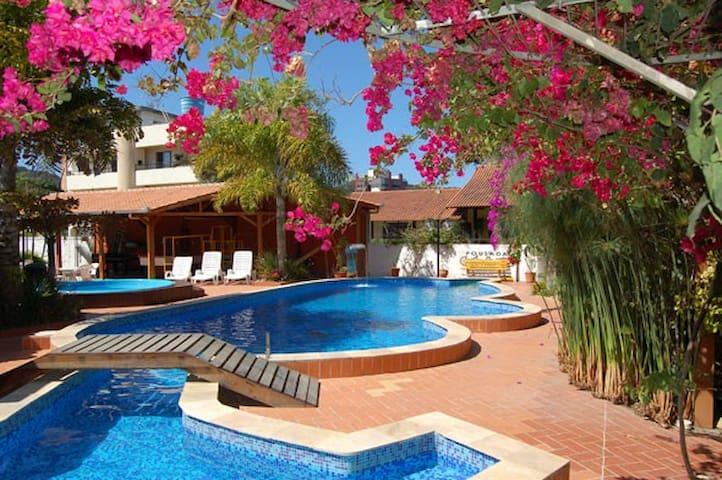 Apartamento com piscina (4 quartos)