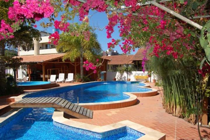 Apartamento c/ piscina 4 quartos - 250m da praia!!