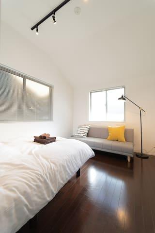 3F : 寝室2 / Bedroom 2