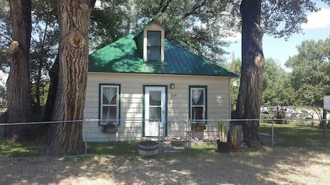 River Cottage #1 Near N Platte River & Hot Springs