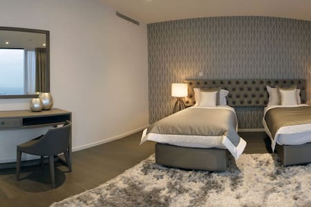 Signature Holiday Homes- Luxury 5 Bedroom Apartment, D1 Residences - Dubai - Appartement