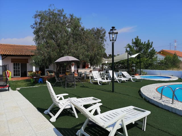 Private House com Barbecue and Swimming Pool