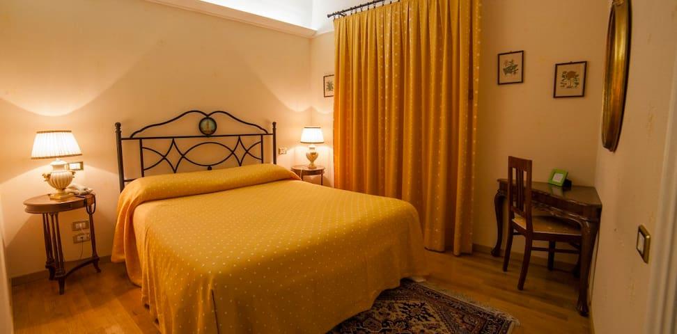 Singola mensile wifi e colazione - Montecosaro - Casa
