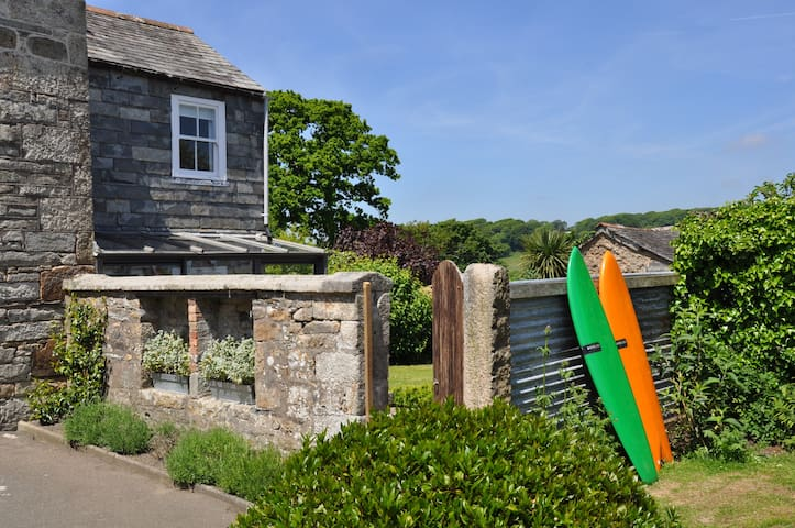 Listed Cottage nr. N Coast, Padstow and Newquay