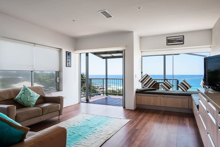 amazing views,close to shops/dining, or just relax - Coolum Beach