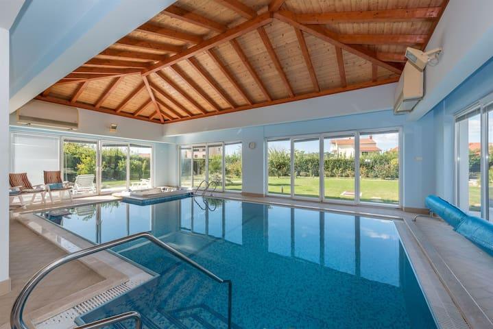 Four bedroom Villa, seaside in Betina, Indoor pool