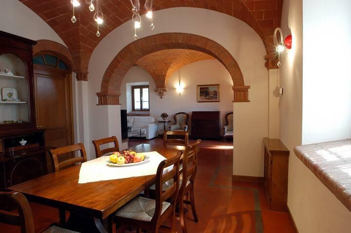 Confortevole villa con 4 camere e giardino privato