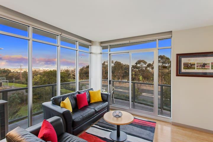 Highpoint Condo - easy access to Melbourne CBD - Maribyrnong - Byt