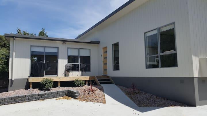 Cedar Cottages Blackmans Bay - Country Suite