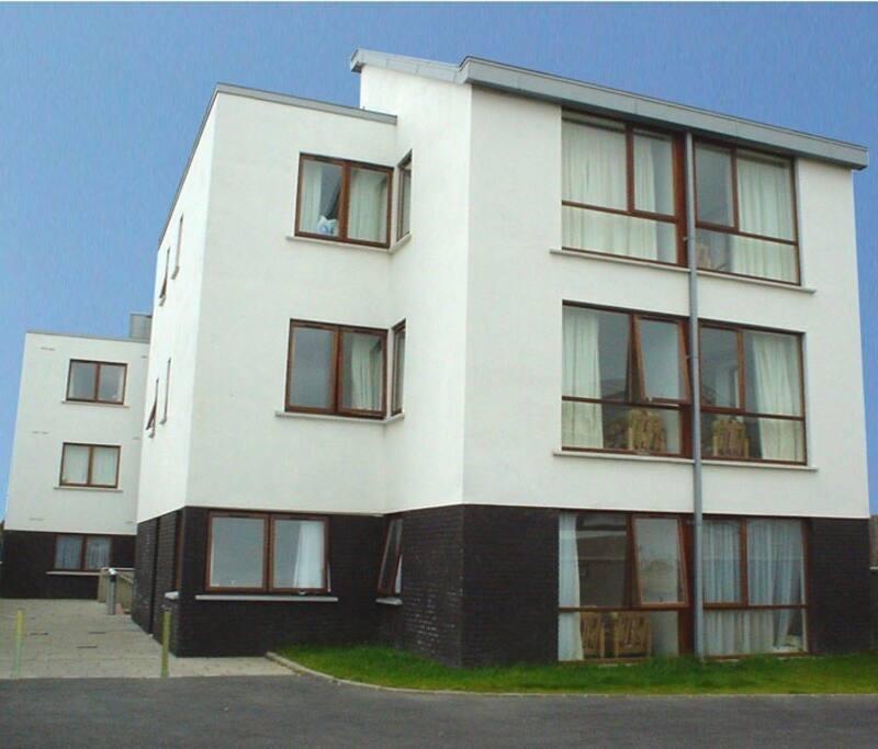 Small Spaces Architects Dublin Ireland Houses: 2 Bedroom 2 Bathroom Apartment