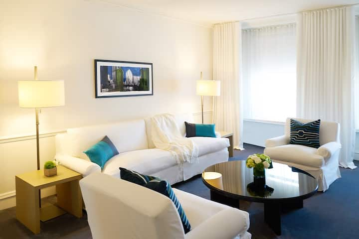 Luxurious Suite in Boutique Hotel Near Mag Mile