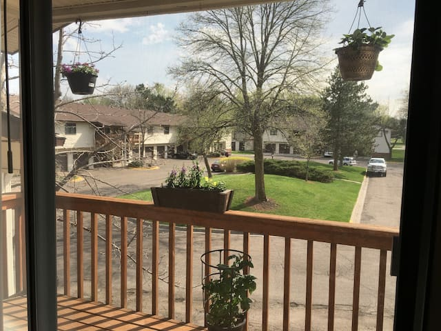 Peaceful 2Bd Condo, simple parking, near downtown