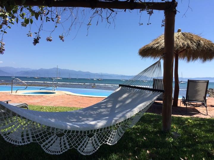 Amazing Villa facing a beautiful beach in La Cruz