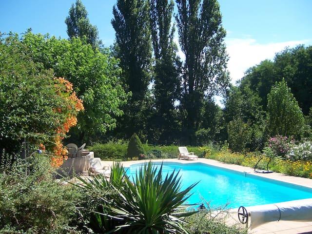 Maison avec piscine privée en pleine campagne 8 P