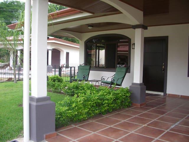Poco Cielo (Little Heaven) Home with Pool - Atenas - Haus