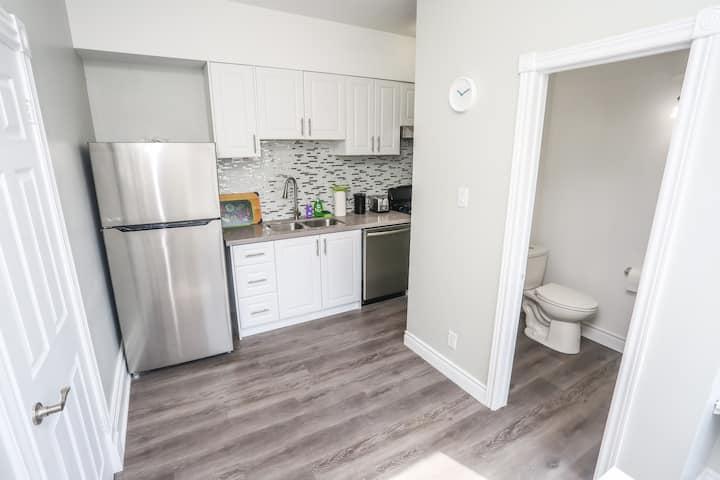 Cozy 1-bedroom apt in Kitchener    159A-2