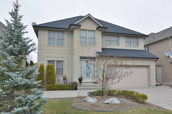 3 Bedroom Furnished Home In South Windsor Houses For Rent In Windsor Ontario Canada