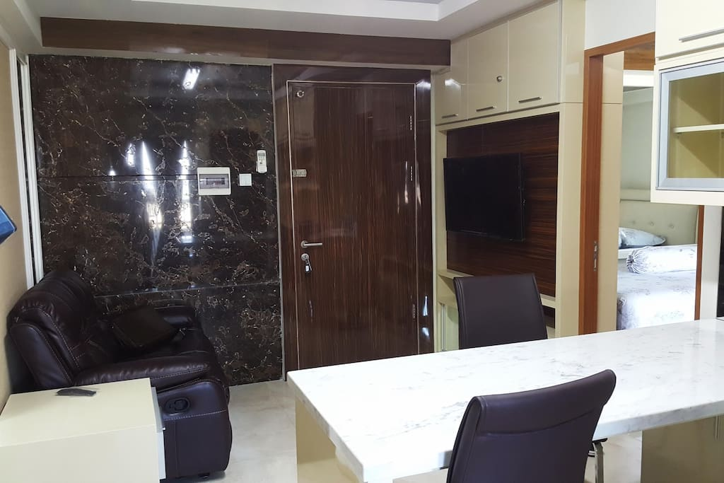Living Room and entrance door, photo01