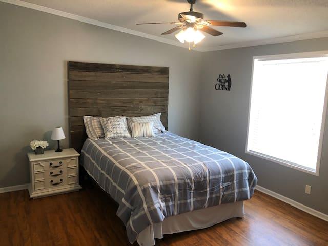 Guest Bedroom 2 (Queen)