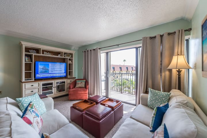 Family Friendly unit next to the Cocoa Beach Pier