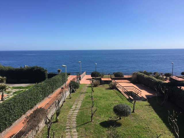 Cozy apartment in front of the sea - Acireale - Daire