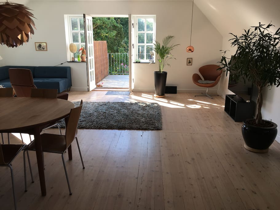 Living room with access to terrace/garden.