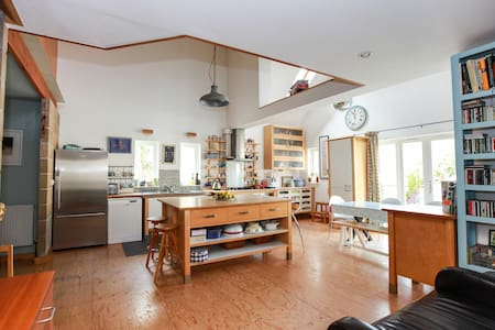 Large, light contemporary house - Millbrook