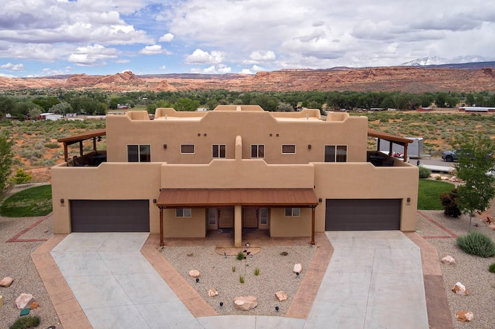 SG4 | Room for Everyone in this Upscale Moab Condo