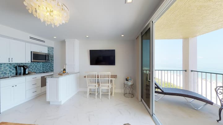 Beachfront Oasis Apollo 604. Completely Remodeled