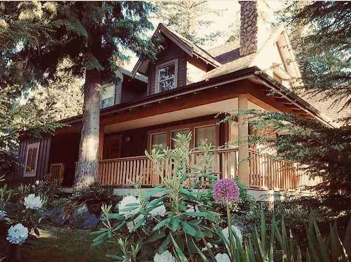Cultus Lake Cottage with Resort Style Amenities