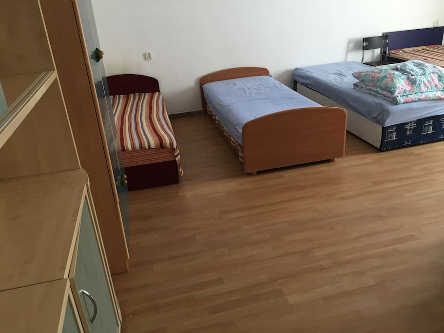 room 7 beds air conditioning