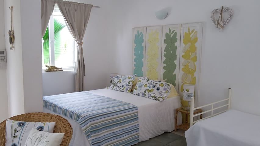 Coco Bungalow: 5 minute walk from beach and shops