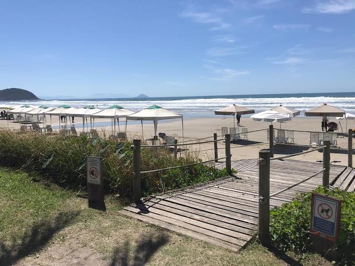 Apartamento térreo - pé na areia em Riviera
