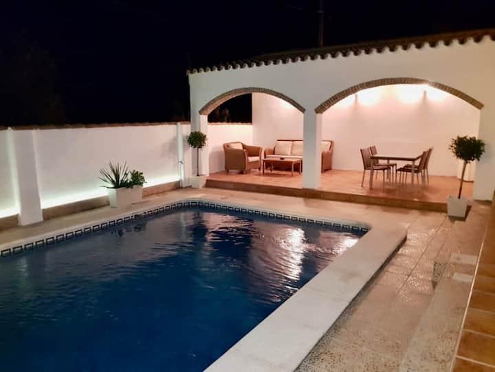 Villa with great location to explore Cádiz area