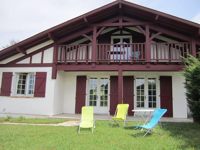 Maison basque avec piscine et vue exceptionnelle - Urrugne - Haus