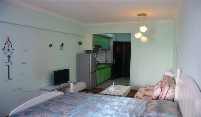 小小の家 紧邻地铁口的高层民宿 - Wuhan - Apartment