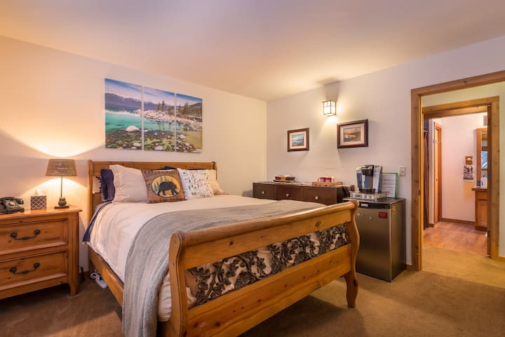 Private Bedroom, Private Bath, Close to Northstar - Tahoe Vista - House