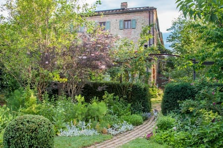 Chianti Apartment in 12th Century Tuscan farmhouse