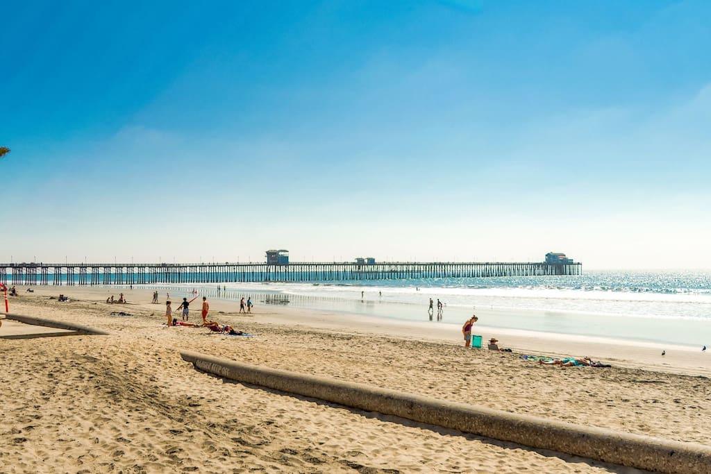 Sandy Beaches- Short Walk to Pier