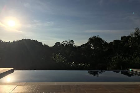 Aconchegante casa em chácara com piscina e hidro