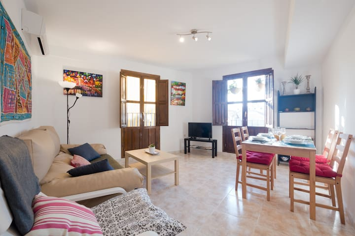 Fully equipped living room with views to the Albayzín