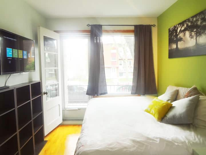 Cozy, Clean & Furnished Room with Private Balcony