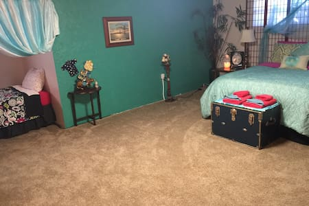 """""""Like Home B&B"""" Private BR - Vancouver"""