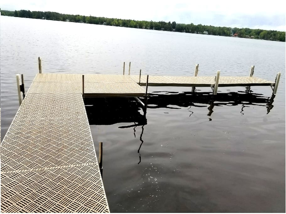 Dock with boat slip (up to 22')