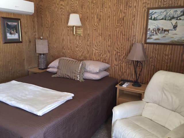 Prairie Lodge Motel