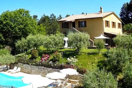 Apartments in farmhouse with pool ideal for groups - Valfabbrica (PG)